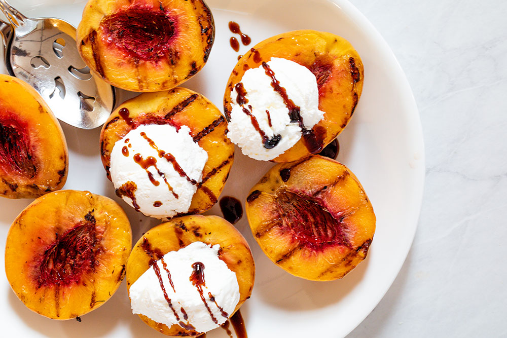 Grilled Peaches with Balsamic Glaze