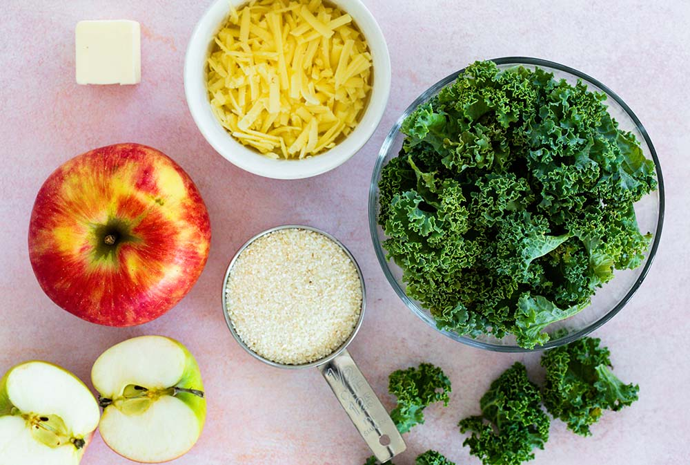 Chessy grits with kale and apple